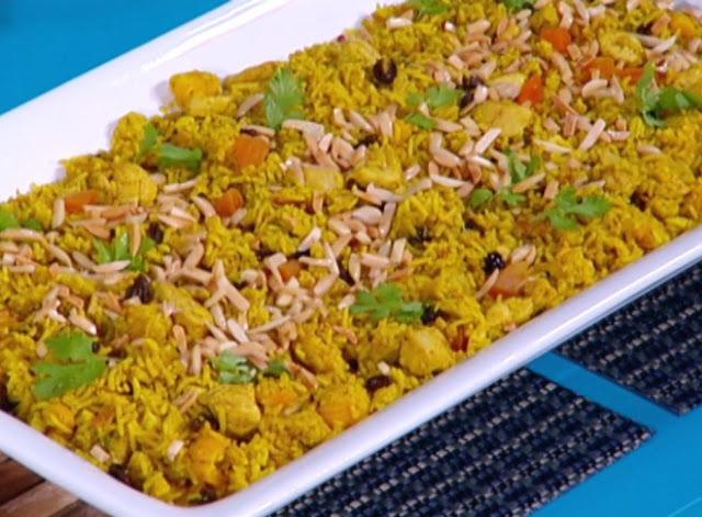 الأرز بالدجاج و الفواكه الجافة
