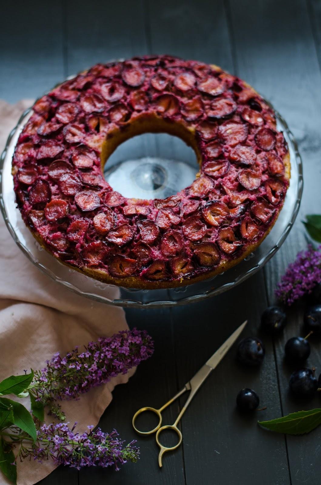 Gâteau aux yaourt renversé aux prunes