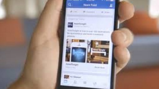 Facebook adds related articles to news feed