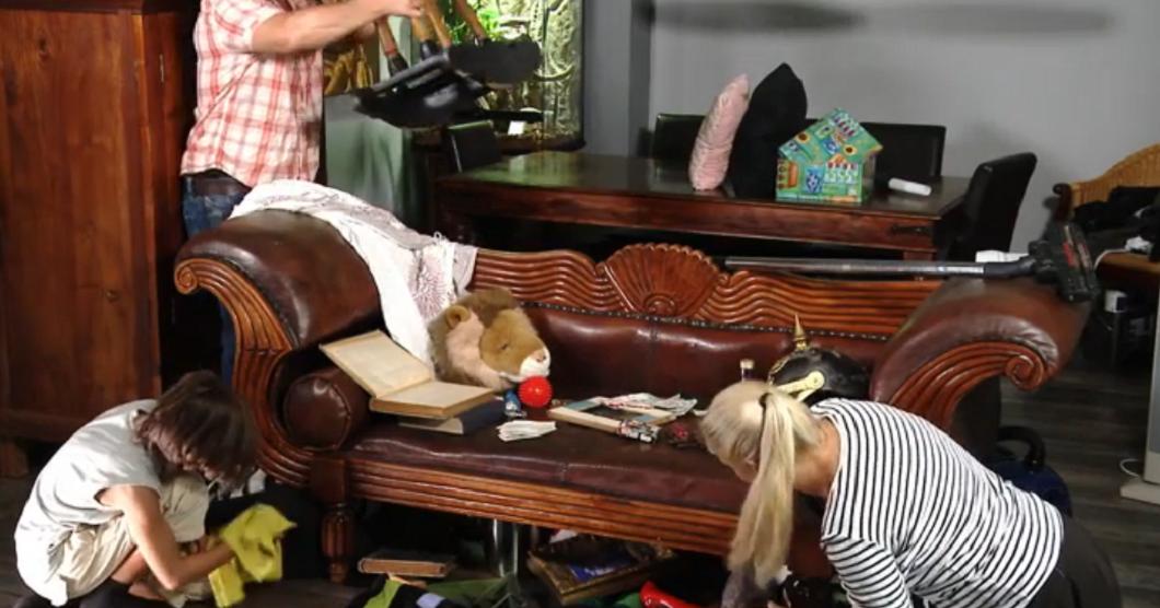 Der Postillon Familie Hempel räumt endlich unterm Sofa auf