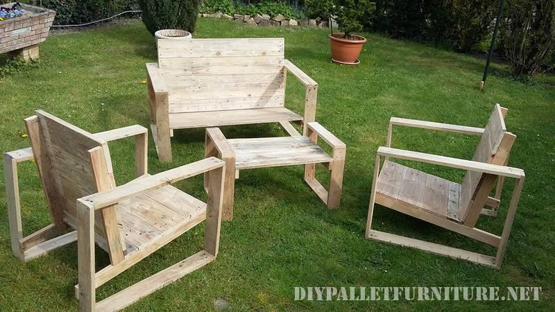 desde luego presenta una gran dificultad crear unos muebles a mano tan complejos utilizando los palets pero el resultado como podis ver merece mucho la - Muebles De Jardin Con Palets