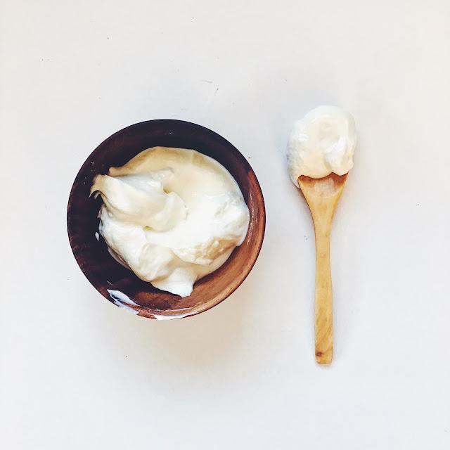 rozjaśniająca maseczka na bazie jogurtu naturalnego