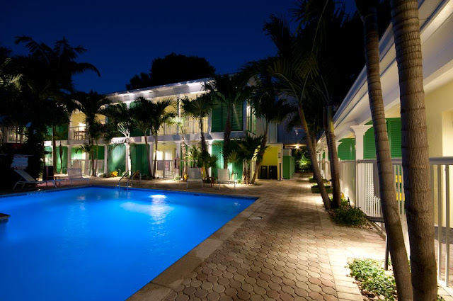 At Almond Tree Inn, the #1 ranked hotel in Key West experience elegant rooms, tropical landscaping and ideal Old Town location