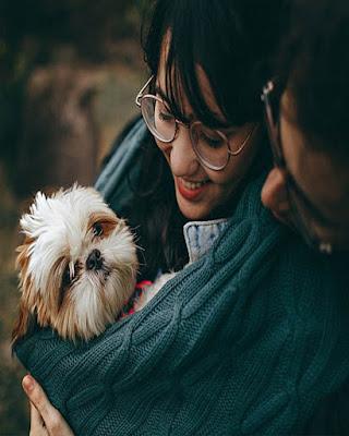 pose tumblr en pareja con mascota
