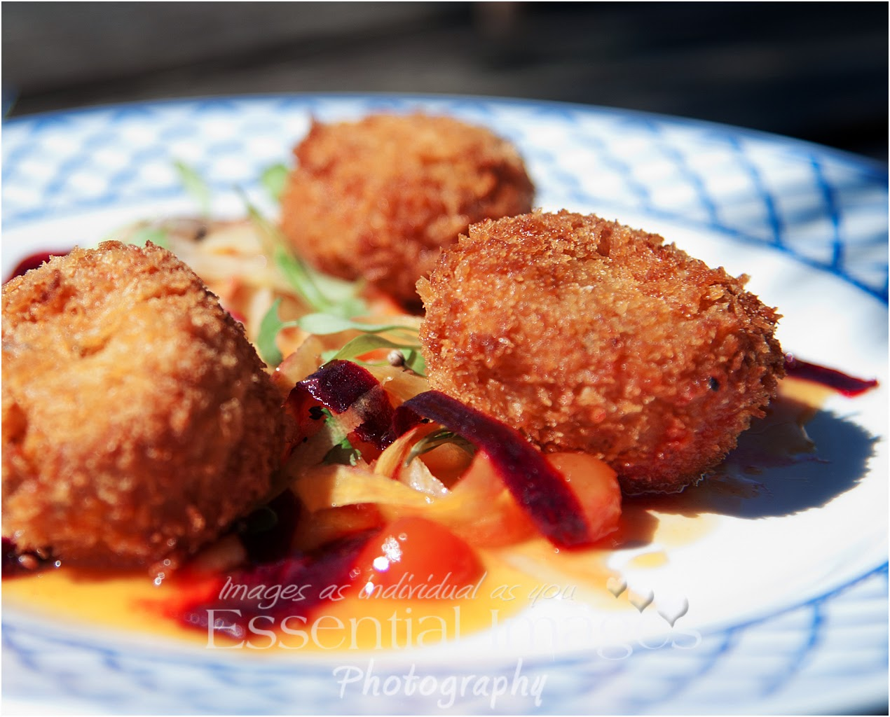 Dining al fresco crab fish cakes at The Bell Inn