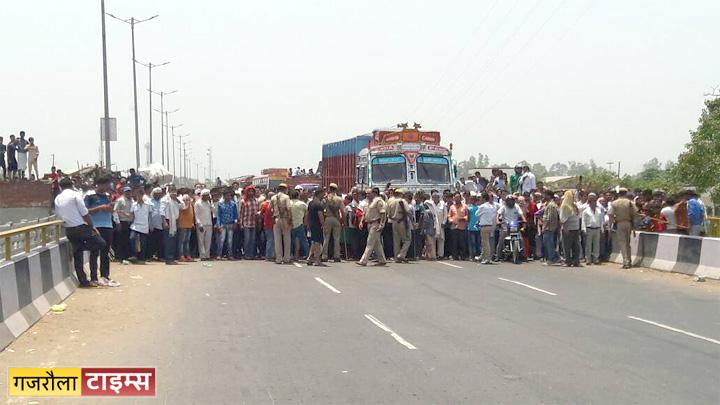 brajghat burning car highway