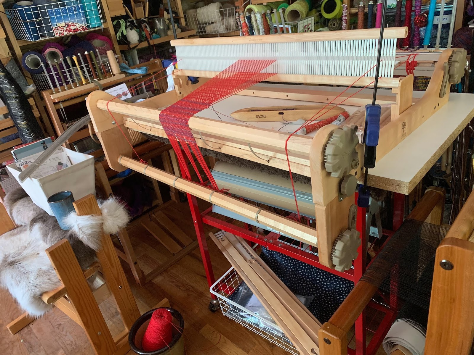 CENTERING WITH FIBER: Ashford rigid heddle loom comparisoms
