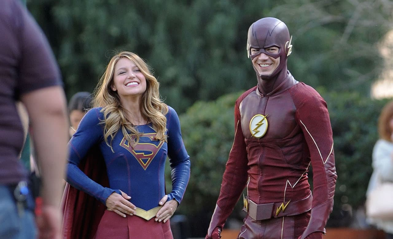Melissa Benoist y Grant Gustin en el rodaje de un episodio crossover de 'Supergirl' y 'The Flash'