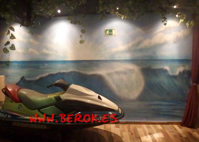 graffiti moto acuática ola mar