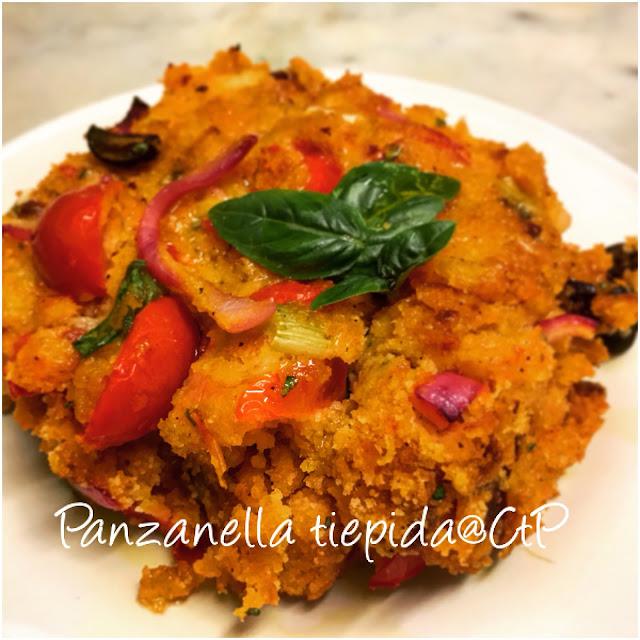 panzanella tiepida pane pomodoro aceto cipolla rossa sedano olio evo alessandra ruggeri cuoca a tempo perso basilico e olive