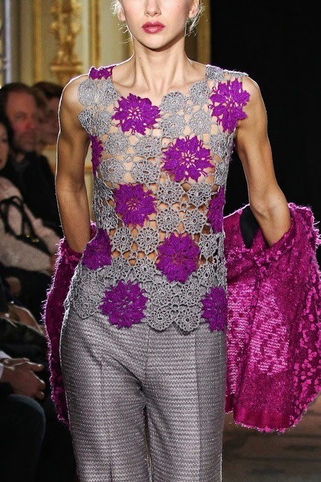 Blusa em crochê com gráficos - Katia Ribeiro Crochê Moda e Decoração 3ca5092f5ec