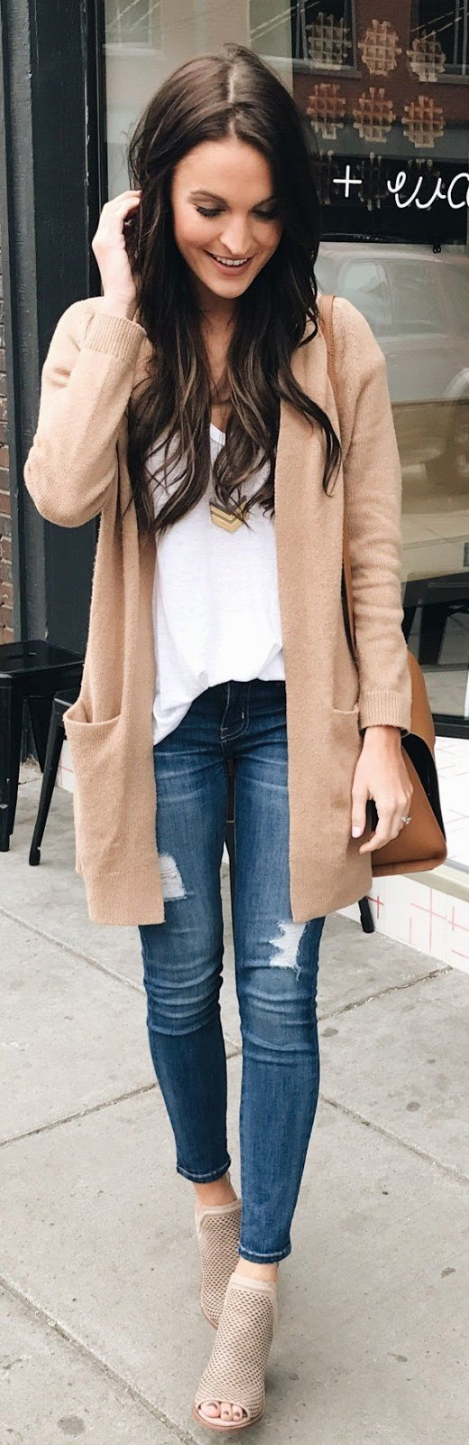 what to wear with a cardigan : white top + bag + ripped jeans