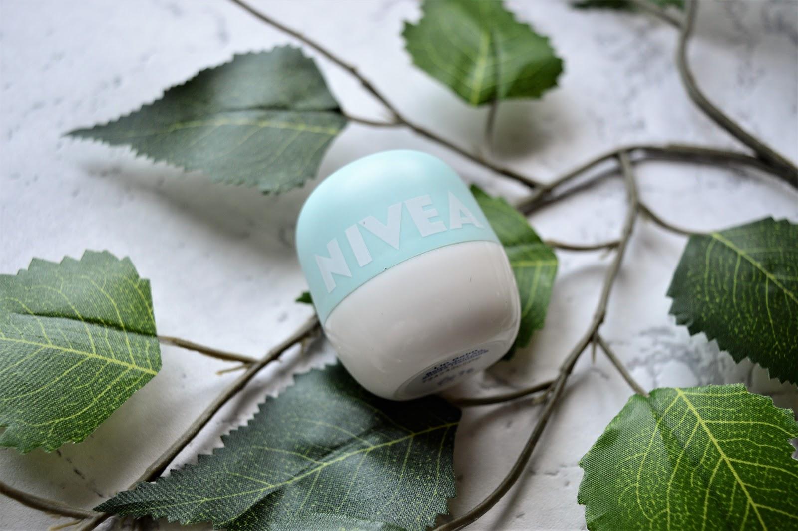 NIVEA POP-BALL Pielęgnujący balsam do ust Orzeźwiająca Mięta
