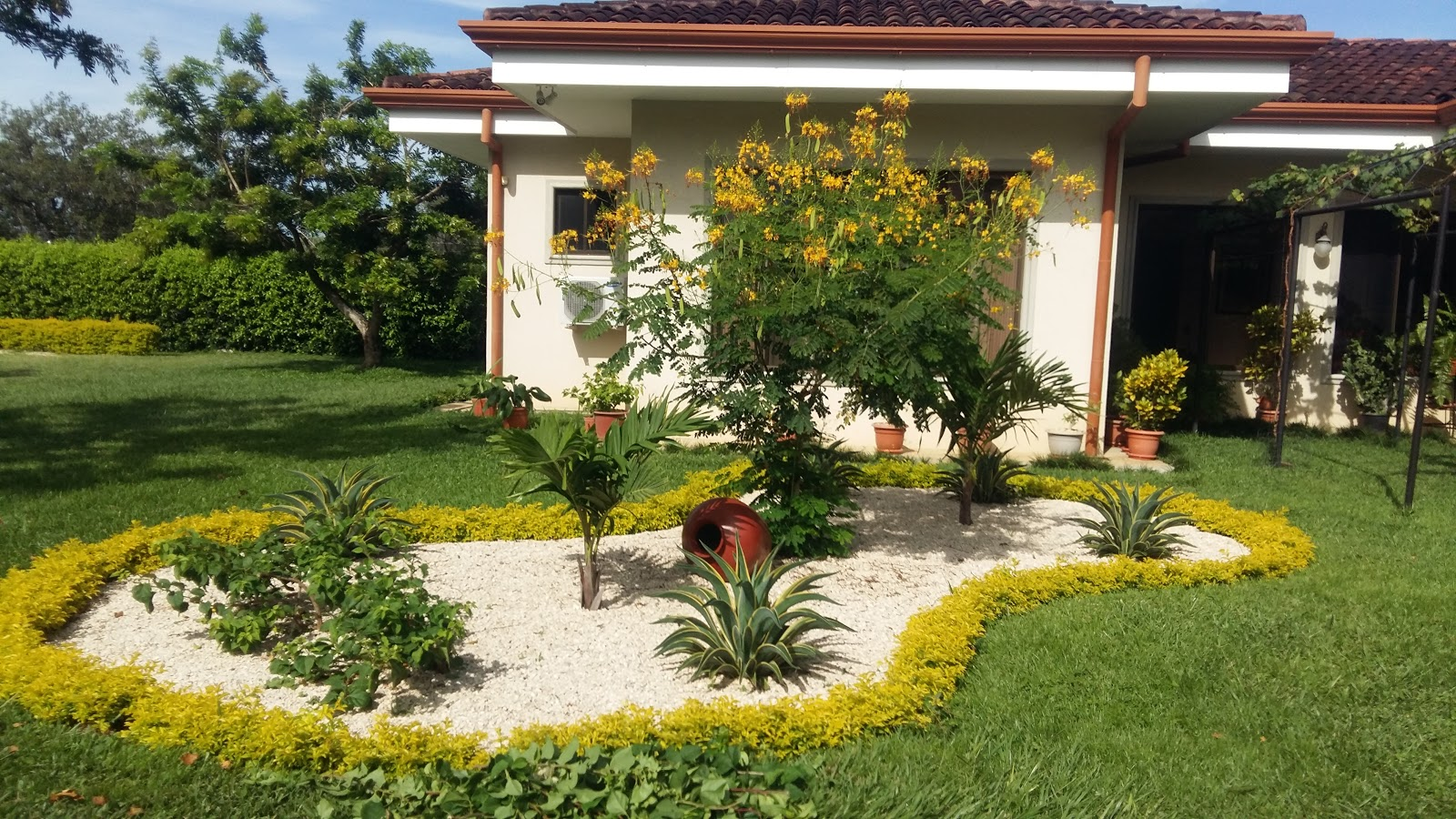 Como disear el jardin de mi casa del de los das soleados for Casas mi jardin