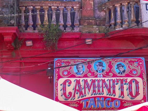 colores en los carteles de Caminito en Buenos Aires
