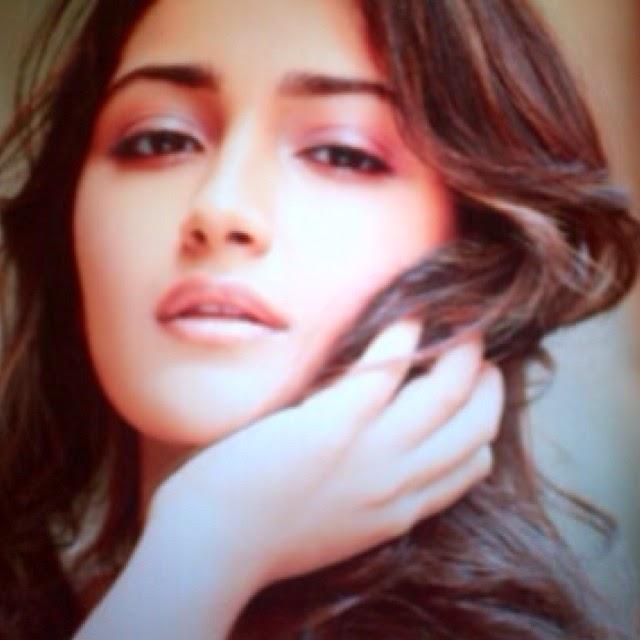 girls , love , to , pose , mu ah ,, Actress Sayesha Saigal Hot Face Close Up Pics, Selfie Images