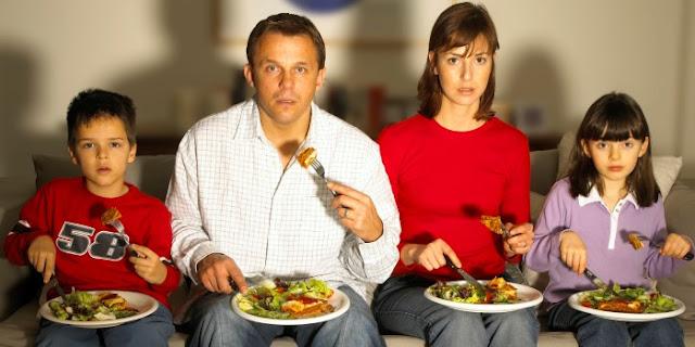كيفيه تحلى الابناء بالعادات الصحيه السليمه فى تناول الوجبات العذائيه