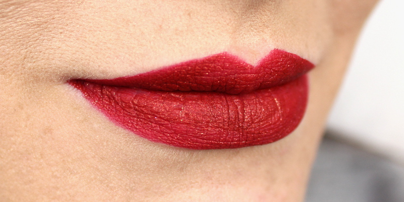Urban Decay Vice Liquid Lipstick Trap Queen Swatch