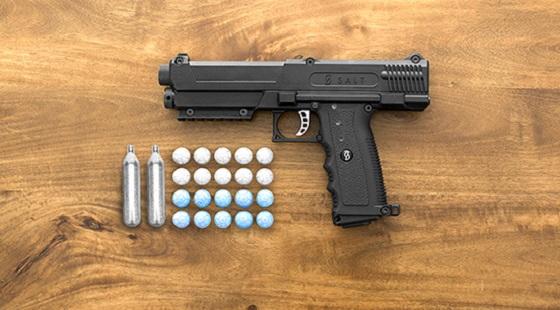 085840a7e9 Πιστόλι SALT για μη θανατηφόρα αυτοάμυνα – Η απάντηση στην ...