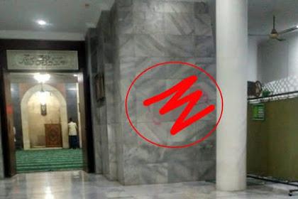 """""""Ketika PKI mulai Menampakan Diri"""", Masjid di Cilandak Dicorat-coret Gambar tak Senonoh"""