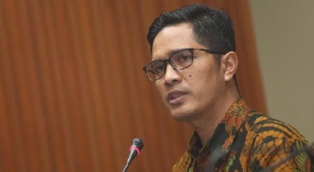 KPK Periksa Lima Tersangka Suap DPRD Sumut