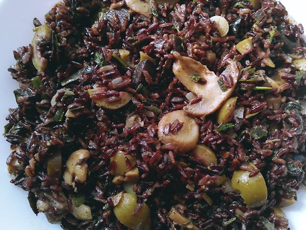 TL;DR: Черен ориз с гъби и маслини