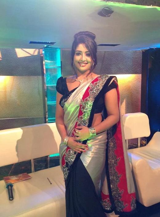 Navya Nair New Saree Photos Malayalam Actress
