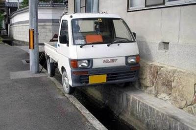 Gaya Parkir Unik