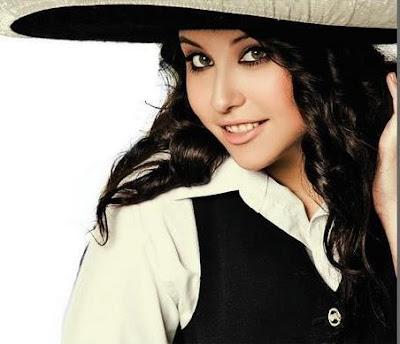 Foto de María José Quintanilla con sombrero