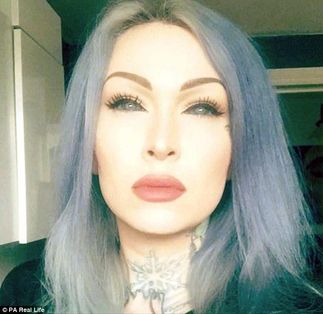 Έκανε τατουάζ στα μάτια και έκοψε τη γλώσσα της στη μέση για να μοιάζει με Φίδι. Δείτε ΠΩΣ κατάντησε αυτή η όμορφη κοπελίτσα! Έκανε τατουάζ στα μάτια και έκοψε τη γλώσσα της στη μέση για να μοιάζει με Φίδι. Δείτε ΠΩΣ κατάντησε αυτή η όμορφη κοπελίτσα! 1