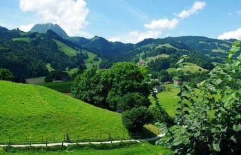 Foto kenampakan alam pegunungan negara Swis