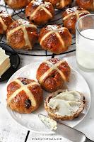Hot Cross Buns - angielskie bułeczki wielkanocne