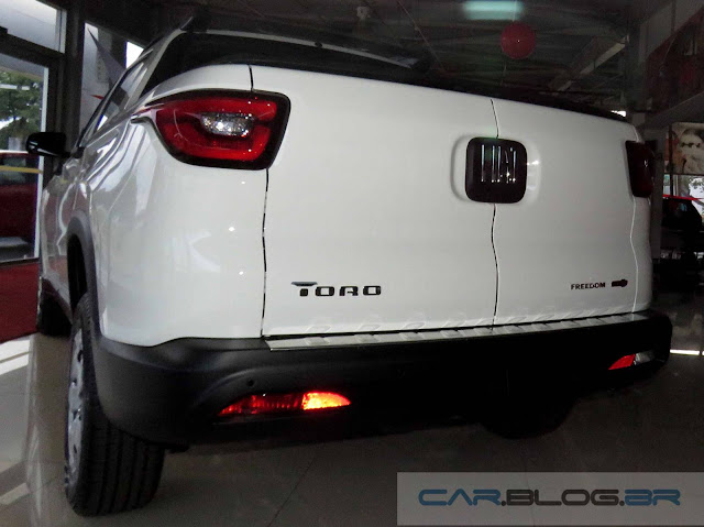Fiat Toro 1.8 Flex Freedom - versão básica
