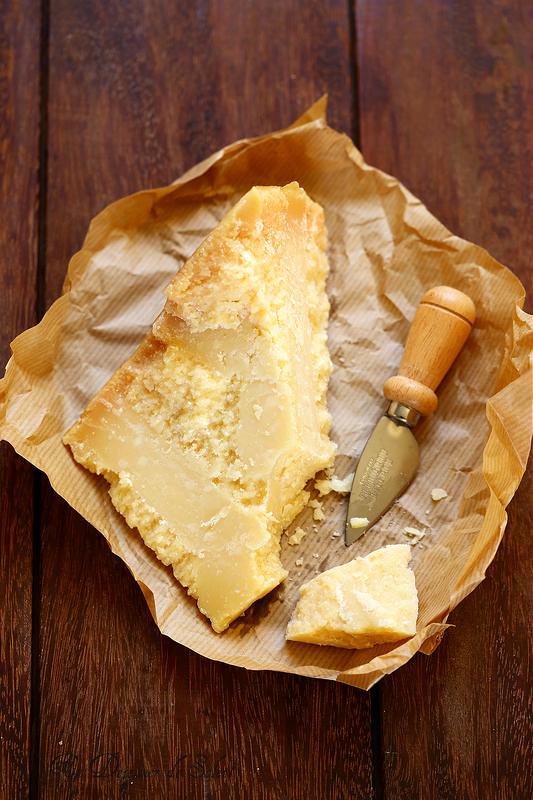 Comment est fabriqué le Parmigiano Reggiano ? Tout savoir