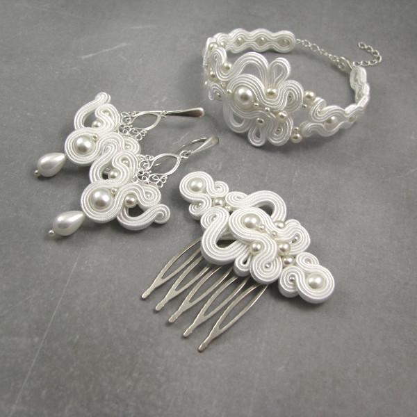 Śnieżnobiały komplet ślubny sutasz z perłami.