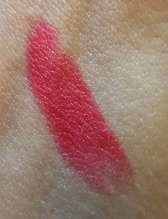 lippie-monday-catrice-lala-berlin-rude-red-lipstick-swatch-picture