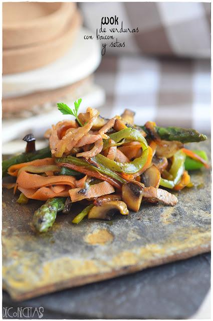 Wok de verduras con beicon y setas