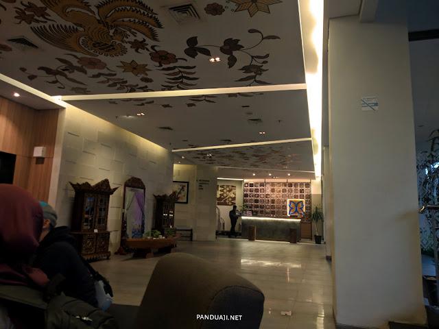 Loby di Batiqa Hotel Palembang