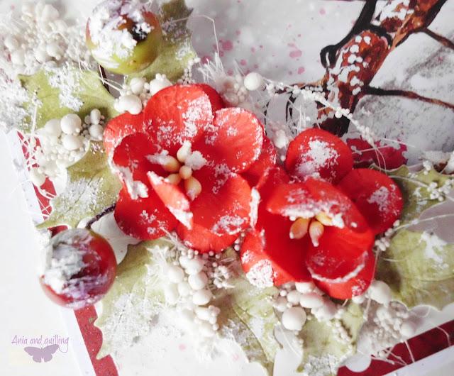 kwiaty z papieru oprószone sztucznym śniegiem
