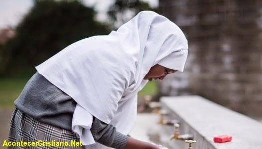 Mujer musulamana se convierte al cristianismo