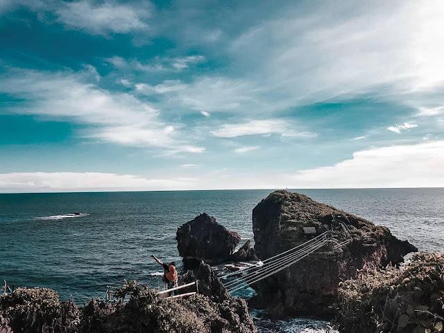 Paket tour wisata ke Pantai Nglambor gunung Kidul
