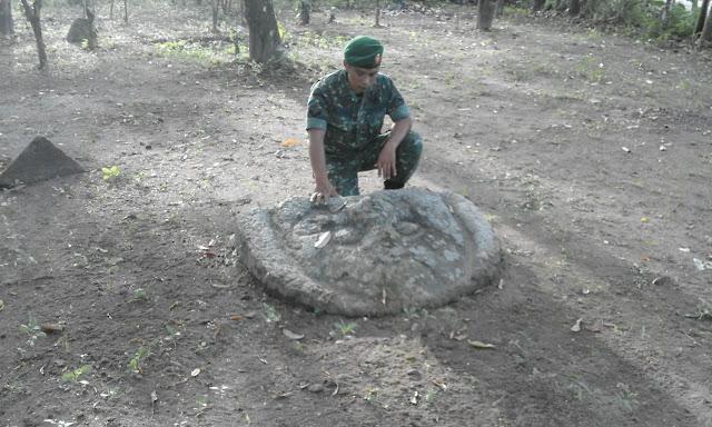 Warga Semanding temukan batu diduga bagian dari candi