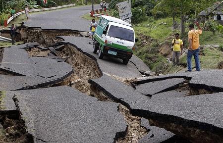http://3.bp.blogspot.com/-yFPAumDoc4o/VcRstK7LOdI/AAAAAAABN-g/N_7N5GYENe4/s1600/earthquake.jpg