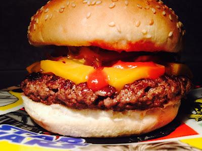 Hamburguesa con queso en plato de Star Wars - Cheeseburger - Star Wars - Hamburguesa - Burger - El último derbi en el Calderón - Atlético de Madrid 0-3 Real Madrid - el troblogdita - el fancine - el gastrónomo