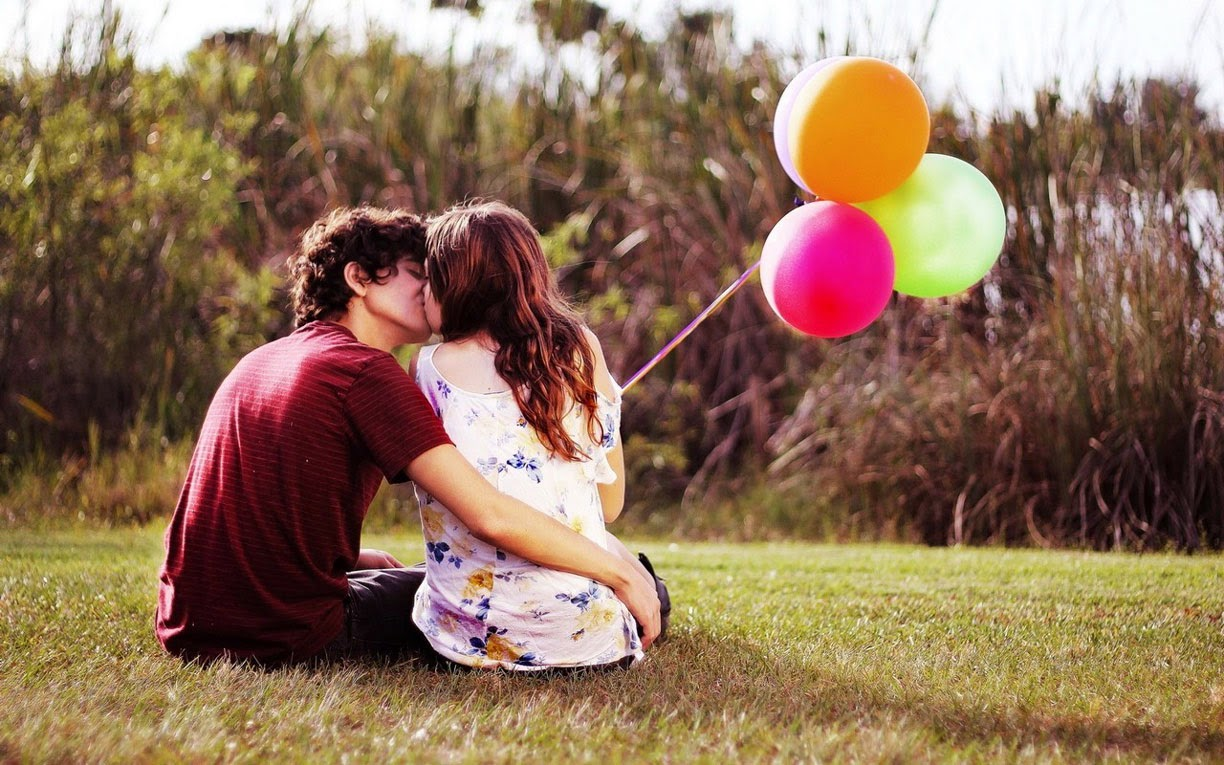Cute Young Couple Kissing Wallpaper