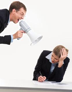 patrão trabalho chato gritar email divertido rir