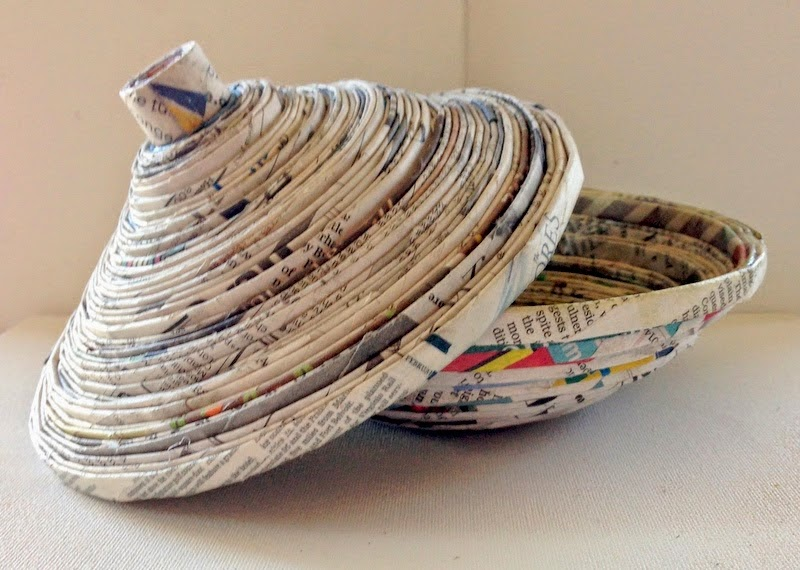 http://plumperfectandme.blogspot.com/2014/06/recycled-newspaper-bowl-with-lid-diy.html