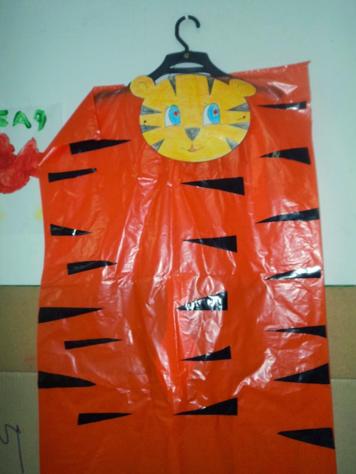 EcoNotascom Disfraces de Halloween con Bolsas Recicladas