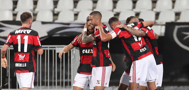 O Flamengo levou a melhor diante dos reservas do Botafogo (foto: Gilvan de Souza/CRF)