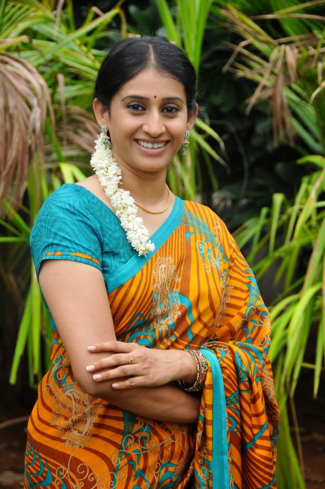 Meena Cute Wallpapers Cute Tv Actress Meena Kumari Cute Saree Photos Jeblog